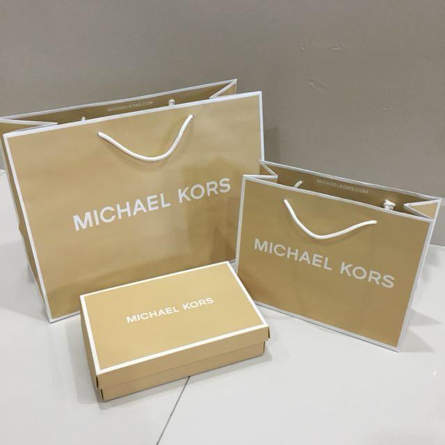 74ad0a9e5d4a Michael Kors paper bag   box