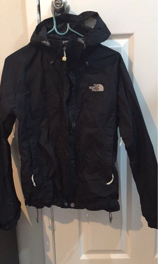 North face jacket worn once- was put in drier 🤦‍♀️ melted inside plastic material size s