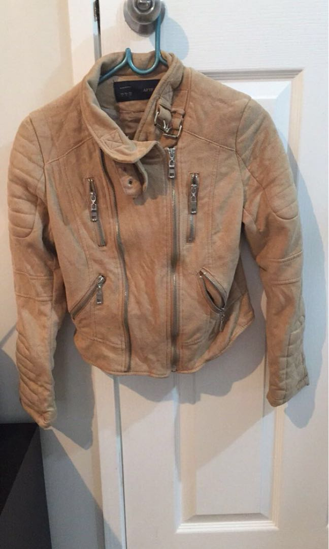 Suede jacket brought online never worn size 6