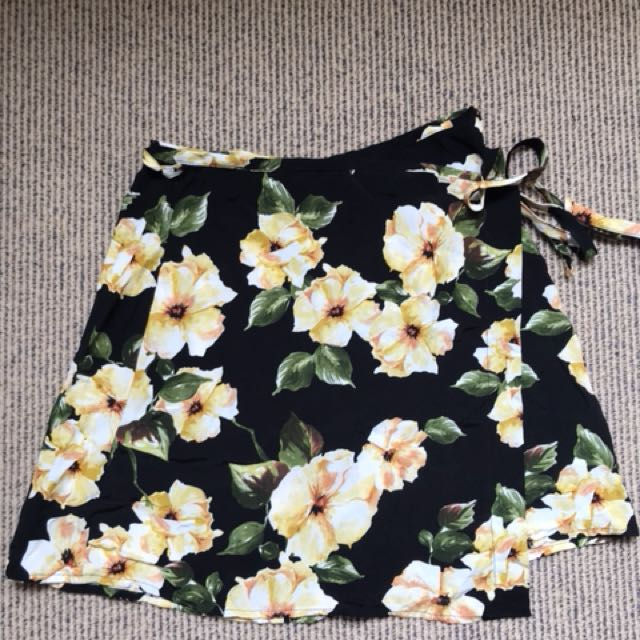 TOPSHOP US8 mini skirt