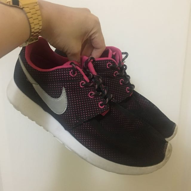 Women Roshe One Sneakers