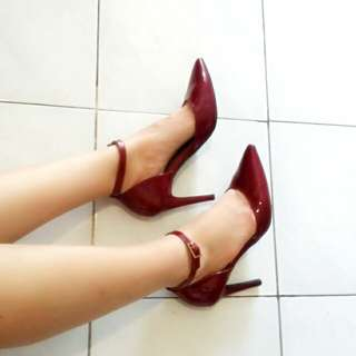 CHRISTIAN Beauty Maroon Heels