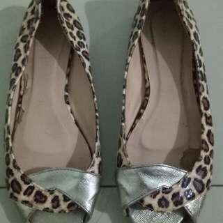 Sepatu wanita leopard