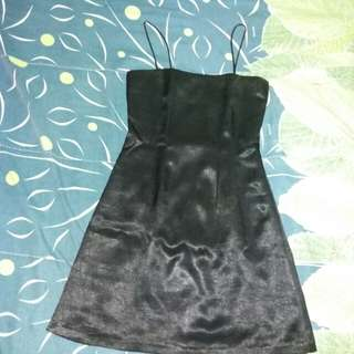 Dress satin hitam