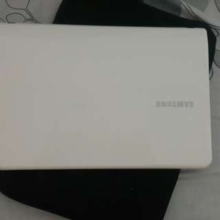Notebook Samsung Putih