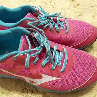 Mizuno women sport shoe
