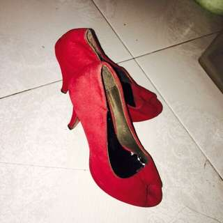 red shoes 37