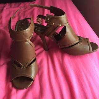 Ladies tan brown heels