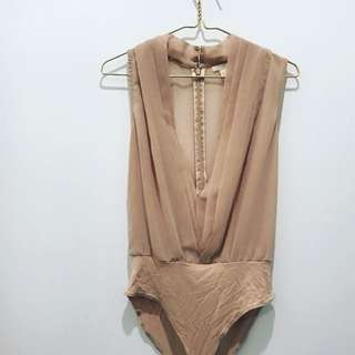 H&M plunge bodysuit in nude/rose gold. Size 8