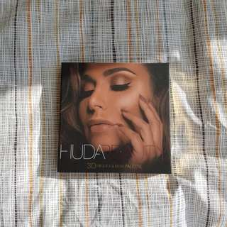 Brand New Huda Beauty Highlighter Palette