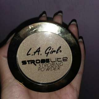 LA girl strobing powder ( highlighter)