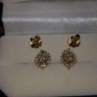 Diamond earrings in 14k yellow gold