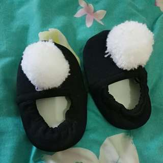 Sepatu Pom-Pom