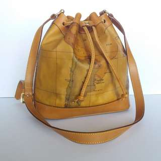 AUTHENTIC ALVIERO MARTINI BUCKET DRAWSTRING BAG MADE IN ITALY TINGGI 26CM X LEBAR 23CM GOOD CONDITION RM6XX COD KOTA BHARU http://www.wasap.my/60148363708