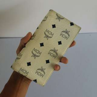 AUTHENTIC MCM LONG WALLET WHITE MADE IN GERMANY GOOD CONDITION RM3XX COD KOTA BHARU http://www.wasap.my/60148363708