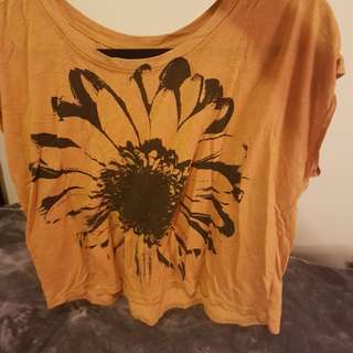 Daisy t-shirt from Urban Outfitters