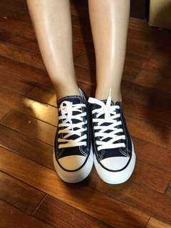 Fashionable Sneakers for sale