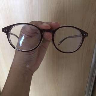 Kacamata Uniqlo (gak minus)