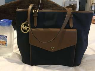 Hardly used as I prefer single sling bag. Selling really cheap. Slight chip at the bottom due to packing hence the reduction in price.