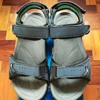 World balance strap on sandals