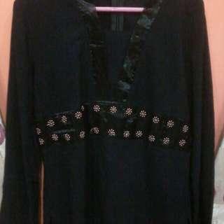 blouse hitam ban tile