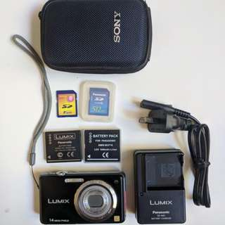 Panasonic Lumix DMC-FH3 point and shoot digital camera kit