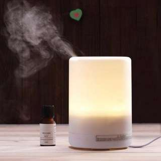 300ML Large Capacity Humidifier / Aroma Mist Diffuser & Purifier. 7 LED Lights with Auto Shutoff Feature.