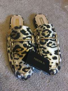 BNWT Forever21 Loafers Mules.Size 7