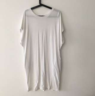 Casual (loose fit) white dress