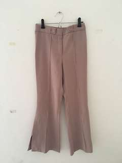 Dusty pink bell bottom pants w slit
