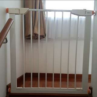 mom and me baby gate