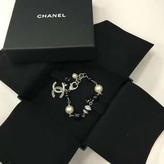 🌻 Authentic Chanel pearl bracelet 2017 F/W