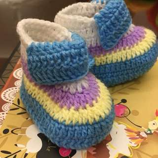 1 pair Cute Crocheted Baby Shoes Booties Light Blue Yellow Violet Stripes for Newborn To 6 months