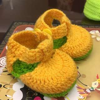 1 pair Cute Crocheted Baby Shoes Booties Banana Yellow and Green for Newborn To 6 months