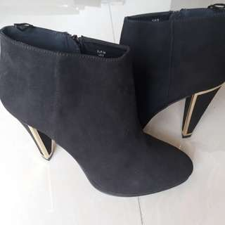 H&M size 8 black suede ankle boots
