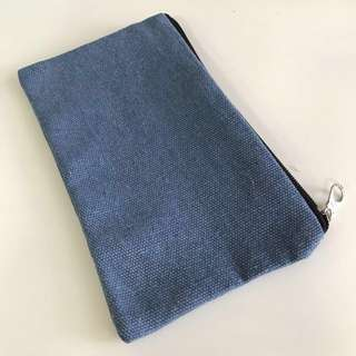 Stationary Pouch