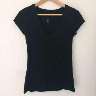 Gap v neck size xs