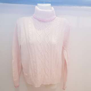 Light pink knit wear