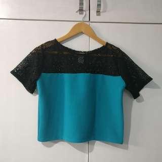 [Shapes] blue & black lace cropped blouse