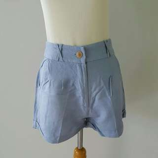 Celana pendek baby blue
