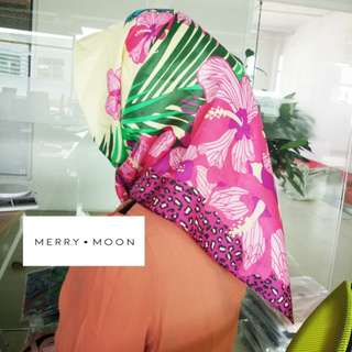 SQUARE SILK HIJAB IN FOREST LEAVES