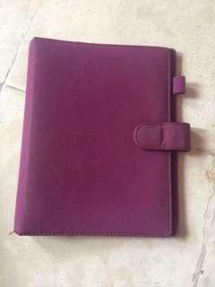 Binder blundru ungu