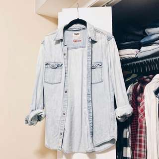 ARITZIA TNA CHAMBRAY BUTTON UP
