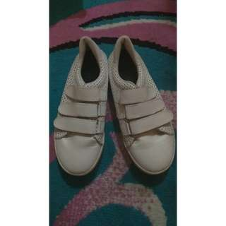 Suvit White Shoes