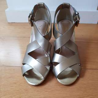 Chocolate Schu bar chunky gold heels
