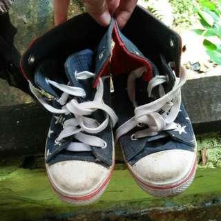 sepatu kets anak Disney size 30