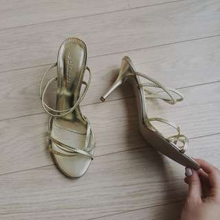 LE CHATEAU strappy gold heels size 7.5