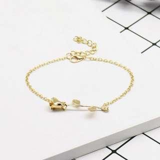 Simple rosey pendant bracelet