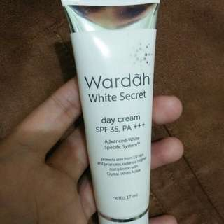 Wardah White secret daycream