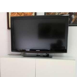 "Samsung TV (40"")"